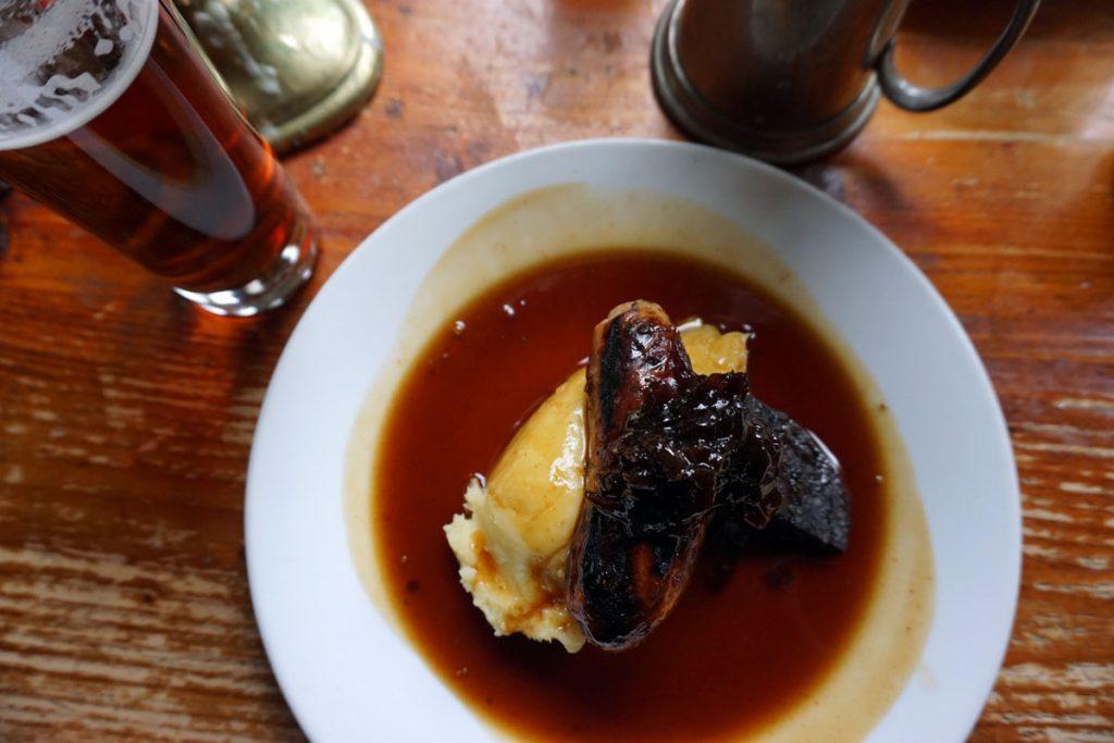 Historic Pub Tour - London - https://www.eatingeurope.com/london-food-tours/old-docks-tour/