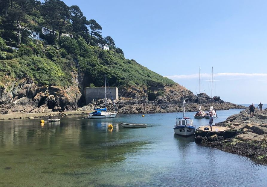Dog-Friendly-Holiday-Destinations-Polperro-Cornwall-UK