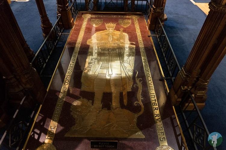 robert bruce plaque dunfermline abbey