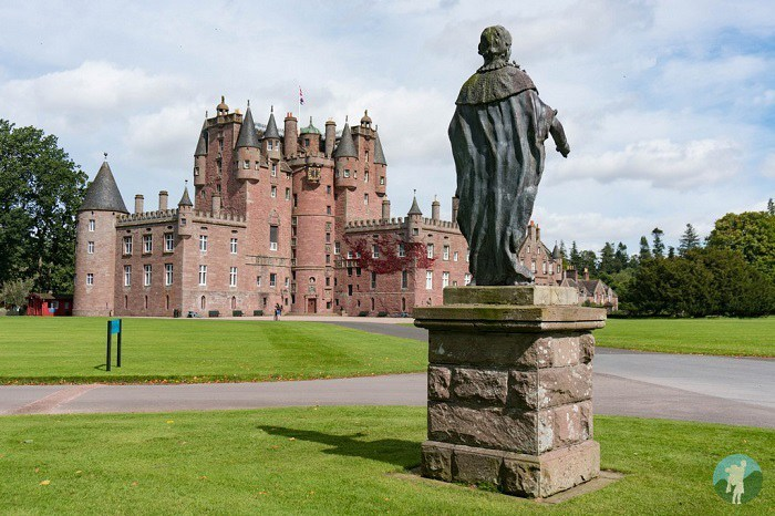 glamis castle planning a trip to scotland