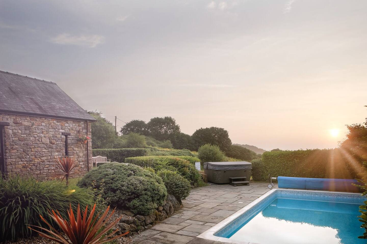 luxury cottage with hot tub near swansea wales